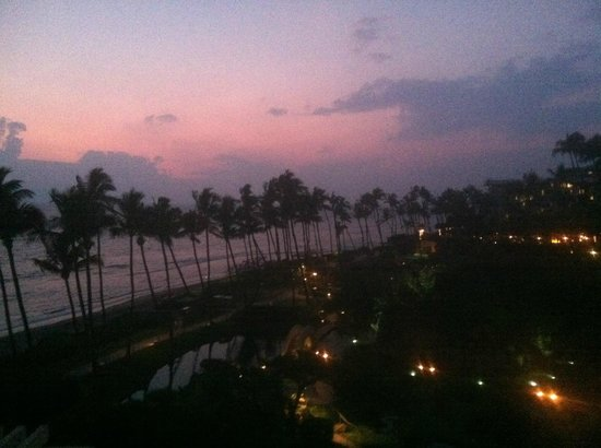 Hyatt Regency Maui Resort and Spa: Sunset view from our room