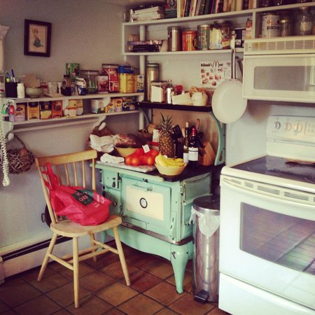 Woodstock Country Inn: Kitchen corner. How sweet is this?