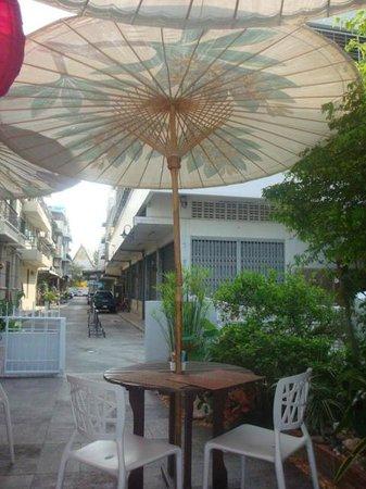 ออรั่ม เดอะ ริเวอร์ เพลซ: Breakfast patio