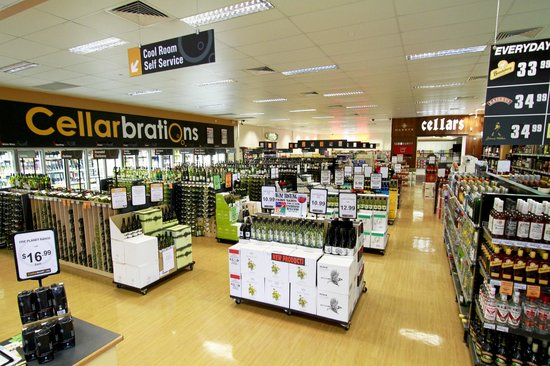 Reef Gateway Hotel: RGH Superstore. The biggest and most awarded bottle shop in the region!