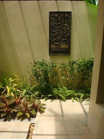 Bhu Nga Thani Resort and Spa: Outdoor shower