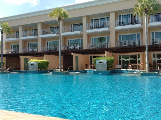 Millennium Resort Patong Phuket : Swimming Pool in Lakeside Wing