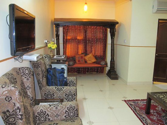 Sunder Palace Guest House: Our room.....clean, large and comfortable