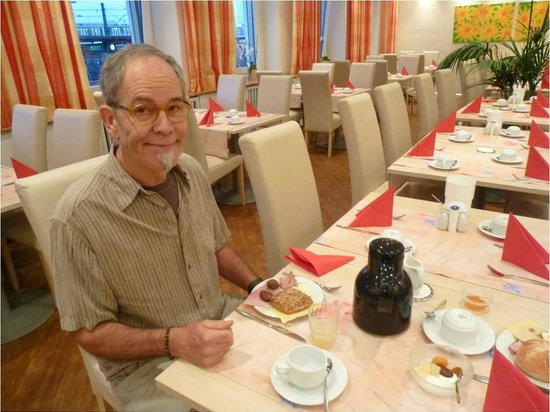 Hotel Amba: Breakfast is very pleasant with great selections