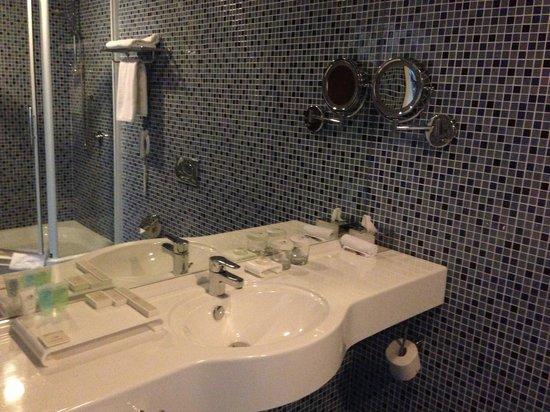 Dom Hotel Classic: ванная комната