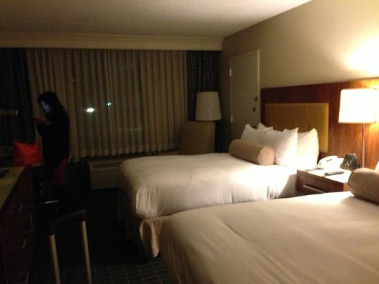Hilton Pasadena: More of the room