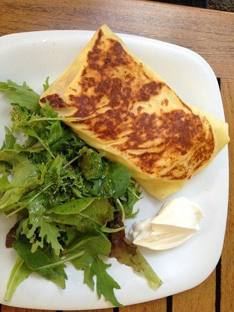 Cafe des Amis : Spinach and feta cheese crepe
