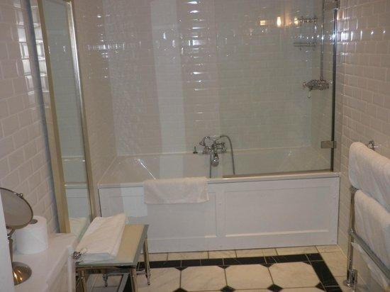 Carnbooth House Hotel: The Hazel Bathroom