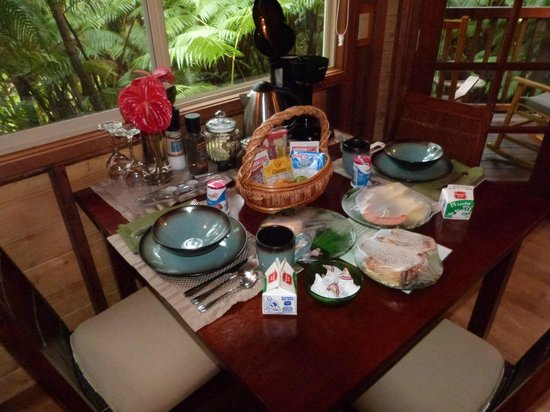 Volcano Village Lodge: Breakfast