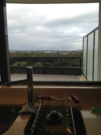 Meriton Serviced Apartments George Street, Parramatta: 3rd level balcony & view of Sydney