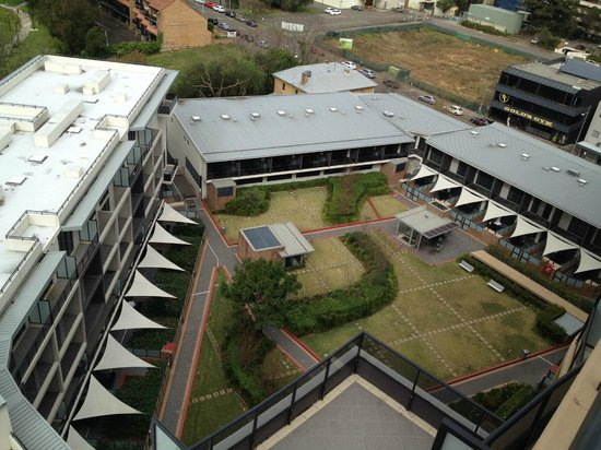 Meriton Serviced Apartments George Street, Parramatta: view of the grounds