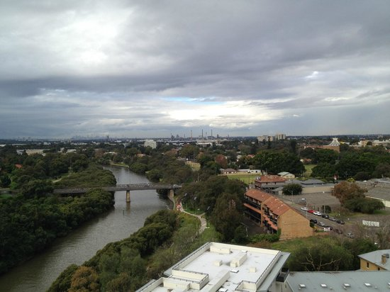 Meriton Serviced Apartments George Street, Parramatta: view of Parramatta river & city from 1st level