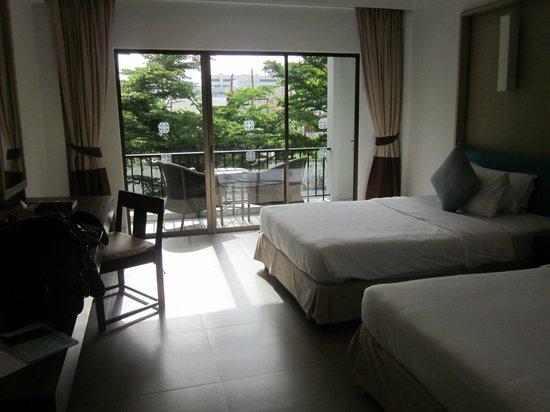 Sawaddi Patong Resort & Spa : The room