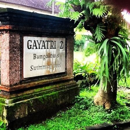 Gayatri Bungalows: entrance