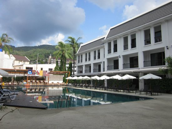 Sawaddi Patong Resort & Spa: The pool
