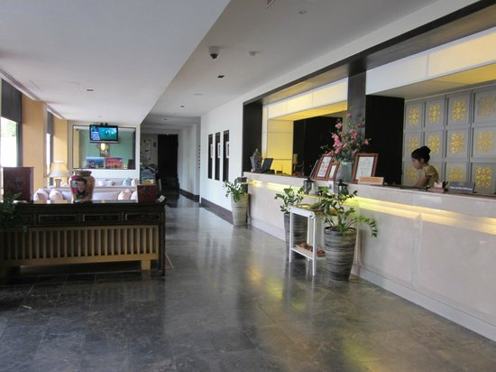 Sawaddi Patong Resort & Spa: The lobby