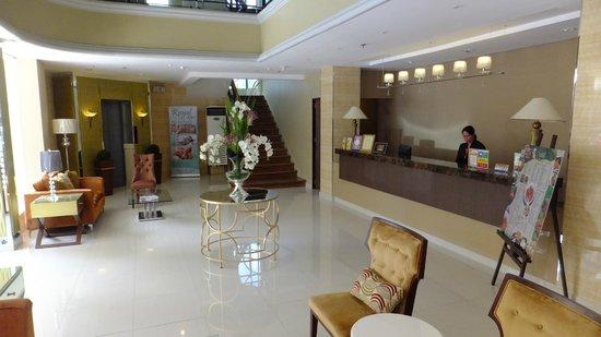 Royal Garden Hotel: Reception, frontdesk