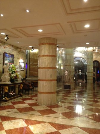 Hotel The Royal Plaza: Hotel Lobby