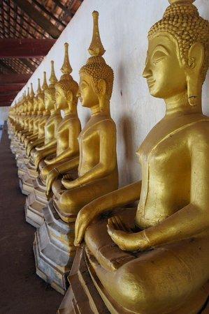 Savannakhet, Laos: Les bouddhas du Vat