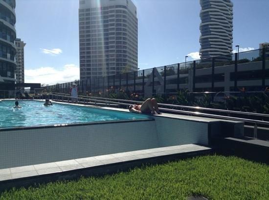 Peppers Broadbeach: pool area