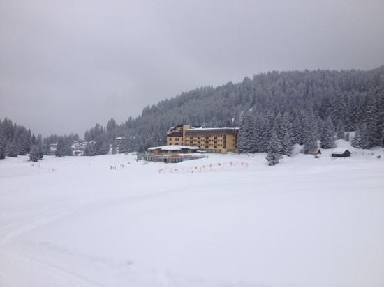 Golf Hotel Campiglio - ATAHotel: Vista del Golf Hotel dalle piste