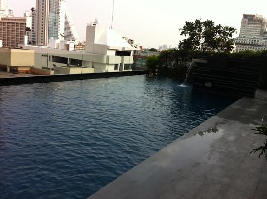 Novotel Bangkok Ploenchit Sukhumvit: piscina