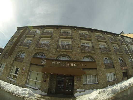 Hotel Himalaia Pas: The hotel (wide angle lens)