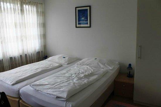 Hotel Alpha: Double Bedroom