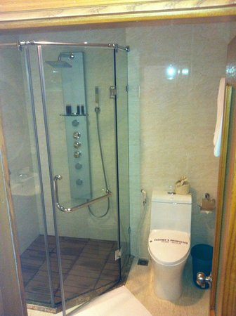 โรงแรมฮานอย เอลเลเกนซ์ 4: shower room