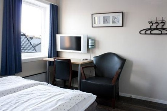 Sjøglott Hotel: Our rooms are bright and clean