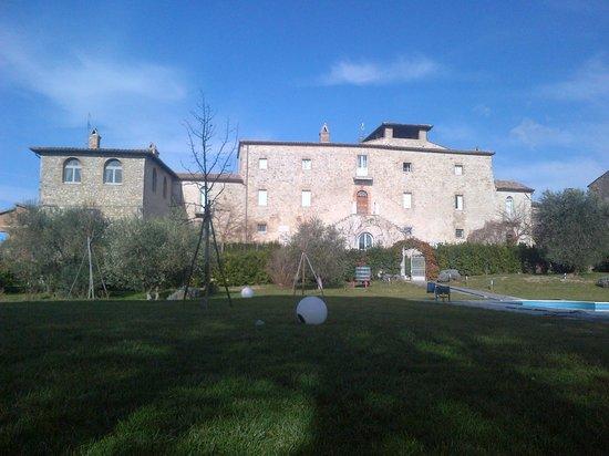 Castello di Montignano Relais & Spa: Il catello dal giardino