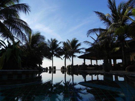 Mia Resort Mui Ne: Pool, Blick richtung Beach