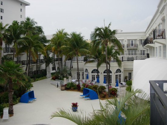 The Savoy Hotel - South Beach: Hotel pool grounds