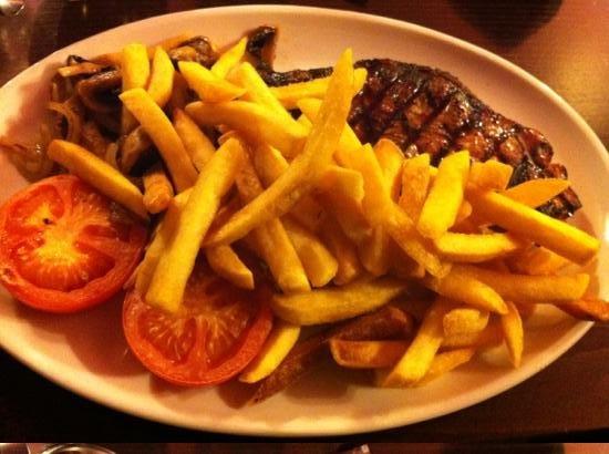 The Isles Inn Pub & Hotel: steak and chips