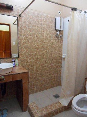 Loboc River Resort: Bathroom