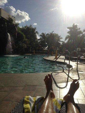 Diamond Hotel Philippines: Poolside