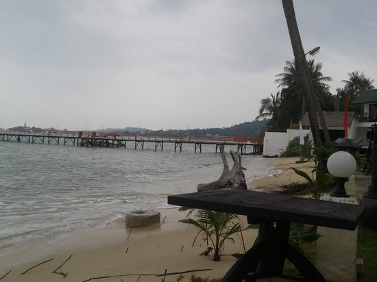 Samui Pier Resort: The tiny awful beach !!!