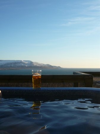 Hotel Glymur: ahhh...beer in the hot tub and a fabulous view