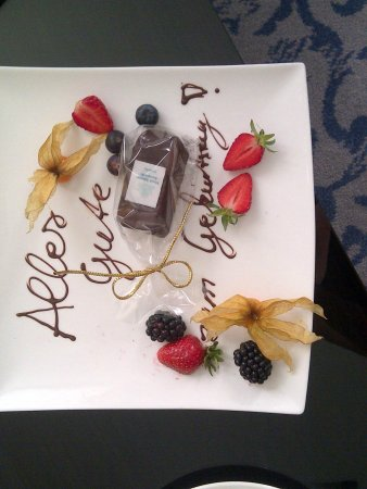 Hotel Atlantic Kempinski Hamburg: The hotel arranged a little birthday cake - nice touch
