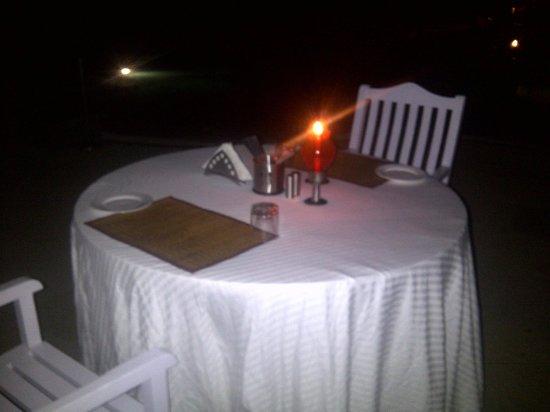 Lemon Tree Vembanad Lake Resort: Dinner by the pool