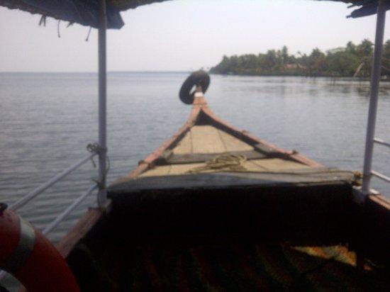 Lemon Tree Vembanad Lake Resort: Shikara ride