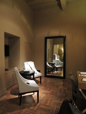 Firenze Number Nine Wellness Hotel: this is the entrance / sitting area of our junior suit - a huge room very very luxurious