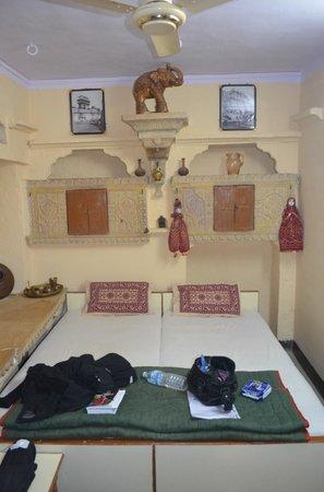Residency Centre Point Guest House and Desert Safari: la deliziosa camera