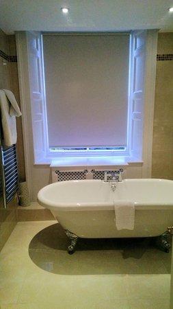 Macdonald Leeming House, Ullswater: Room 6 bathroom - lovely and spacious