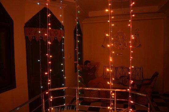 Hare Krishna Guest House : atrio tra le camere