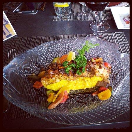 Hotel-Restaurant Mont-Vully : Médaillons de lottes poêlés sur risotto au safran