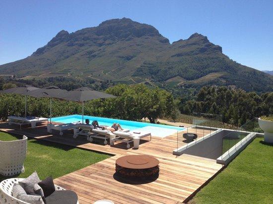 Clouds Wine & Guest Estate: Vista desde la guesthouse sobre la montaña de Simon