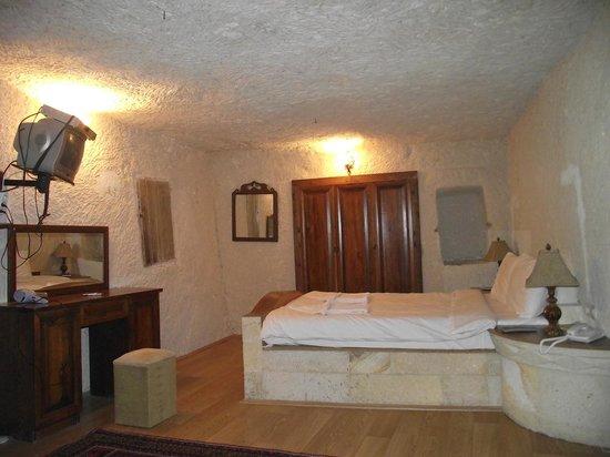 Lalezar Cave Hotel: room