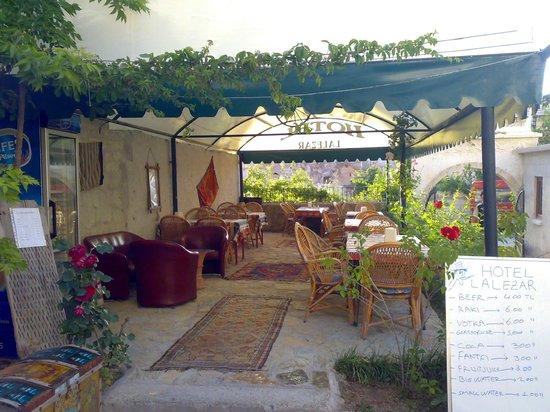 Lalezar Cave Hotel: garden