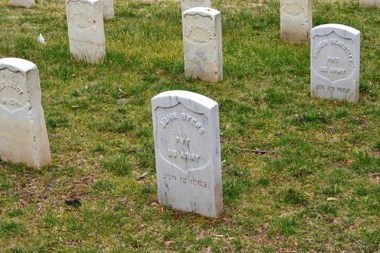 Residence Inn Alexandria Old Town/Duke Street: Alexandria National Cemetery